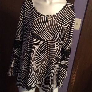 Bell sleeve black and white blouse